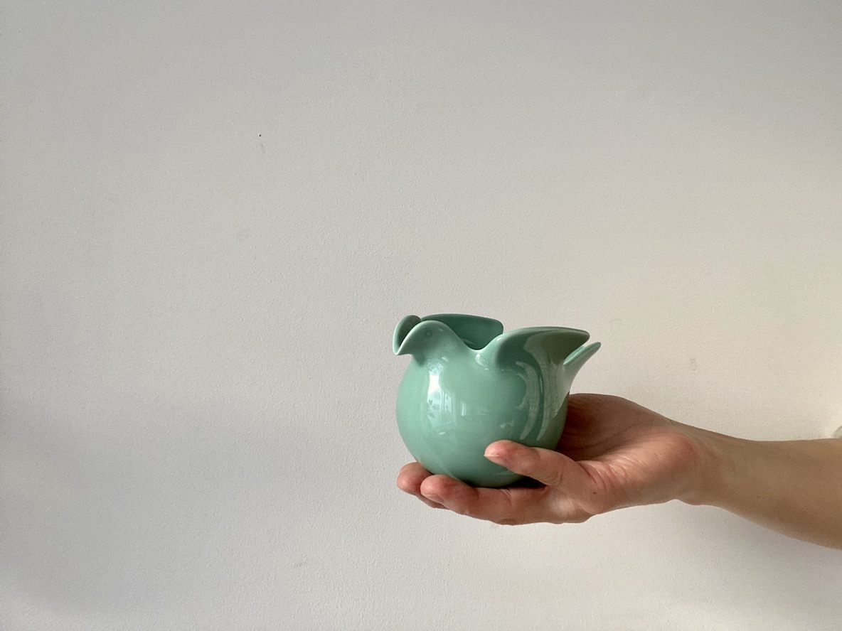 ハトの花瓶かと思いきや、ミルクピッチャーにもなるフリーポット。寝る前はキャンドルホルダーとして使えるよ|マイ定番スタイル