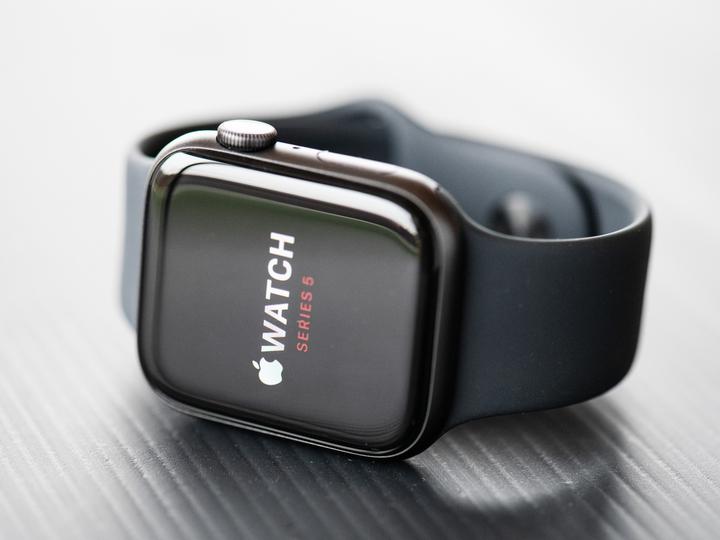 使ってるApple Watch Series 5/SE、省電力モードでちゃんと充電されてます? バグ修正アプデきたよー