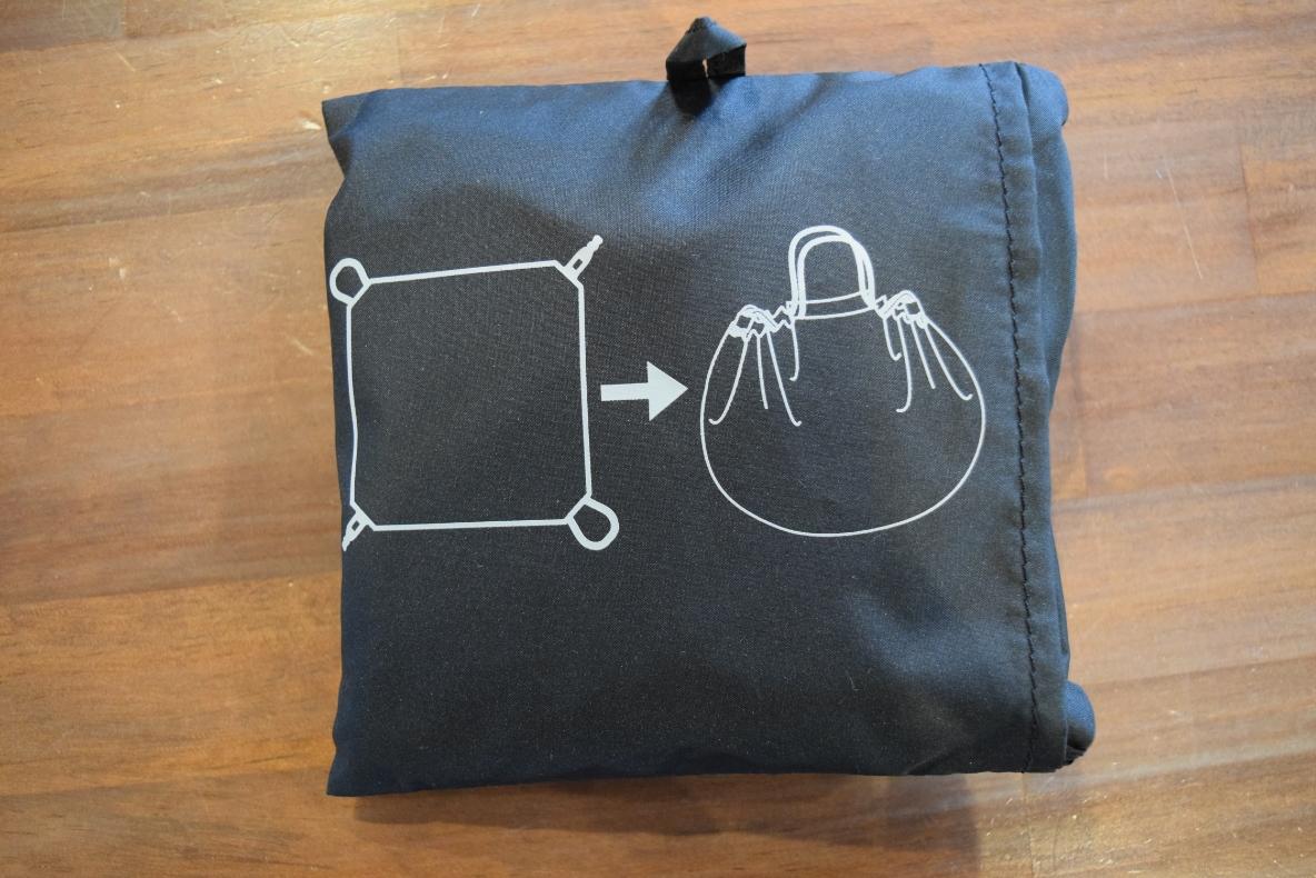 無印良品の新感覚エコバッグは、まるで風呂敷。 スーパーの店員さんもびっくりの速さで包めるよ! マイ定番スタイル