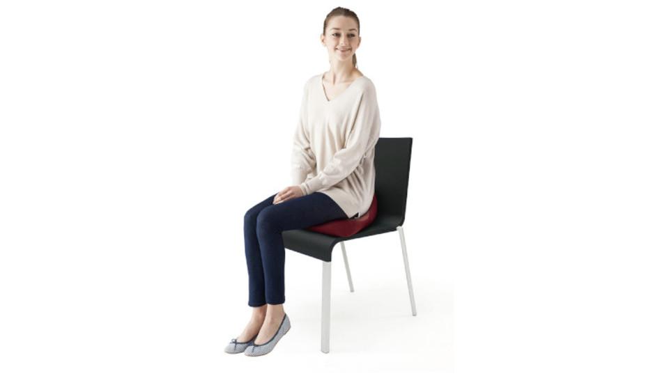 疲れにくい姿勢をサポート! 座り仕事にオススメの機能性クッション2選