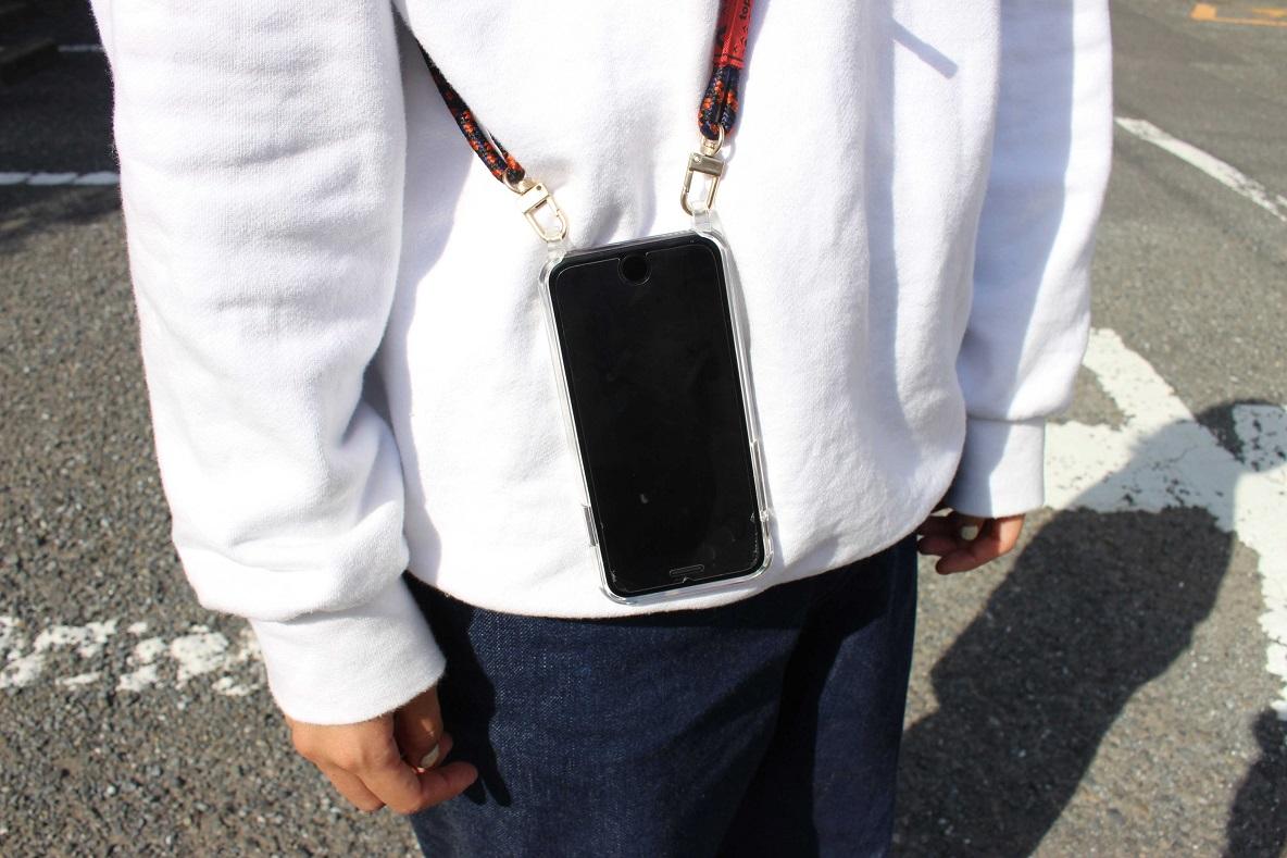 ストラップ付きスマホケース買うなら絶対コレ! 充電も着脱もノンストレスに使えるよ~|身軽スタイル