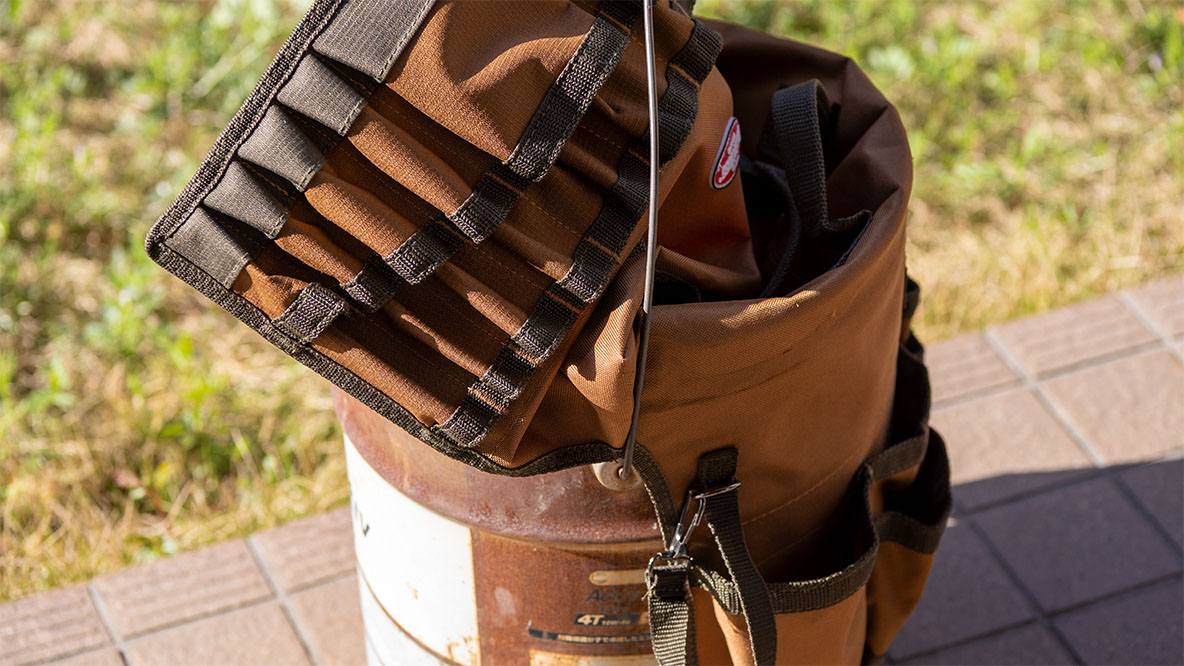 Bucket Bossのバケツカバーで、ただのバケツを大幅アップデート。「最強の焚き火ボックス」に変身するよ!|アウトドアな家暮らし