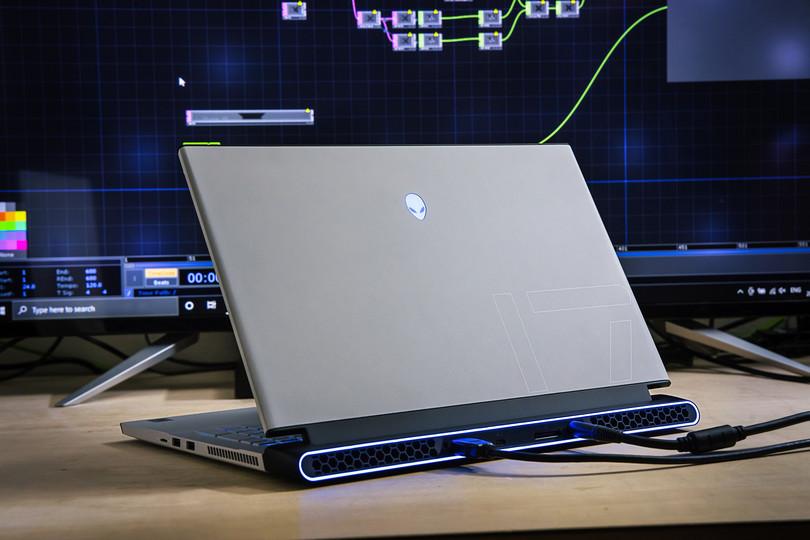 PCの力で不可能が可能に。新しいライブの形を創造するクリエイターが選んだのは「Alienware m17 R4」