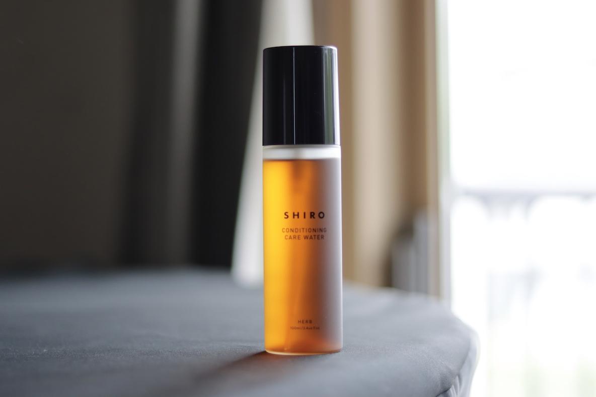 SHIROの「肌を鍛える化粧水」で荒れを鎮める。ゆらぎ肌の救世主、やっと見つけた