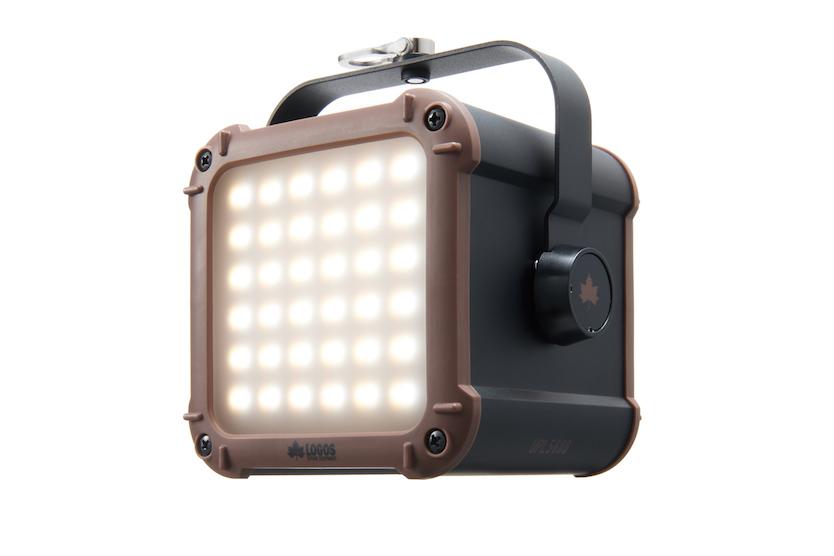ロゴスの最強LEDランタンが更にパワーアップ!? スマホ20台充電できちゃうって安心感が半端じゃないぞ