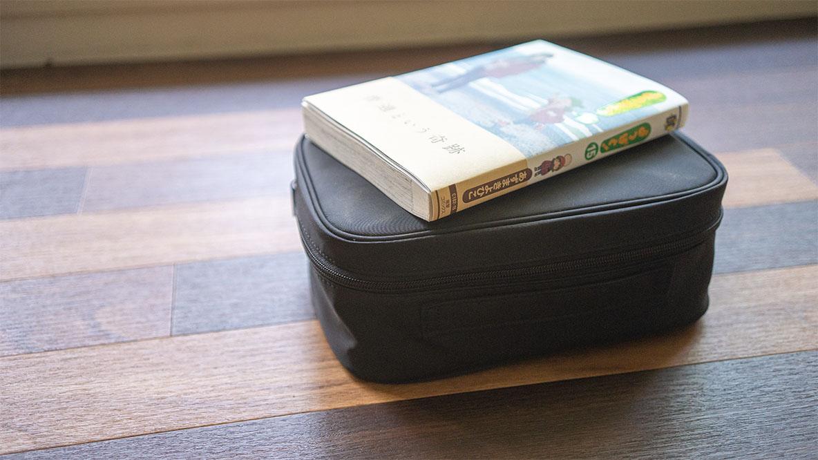 これは大人のお道具箱。無印良品のメイクボックスはメイク用具だけ入れるにはもったいないな…|アウトドアな家暮らし