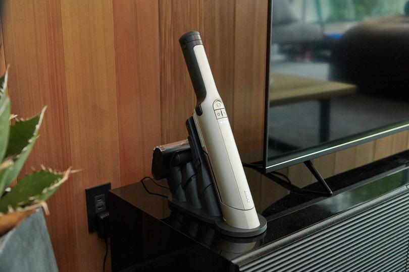 Sharkの新型ハンディ掃除機「EVOPOWER EX」はスペアバッテリー持ち歩かなくてOK。吸引力2倍、駆動時間3倍だから