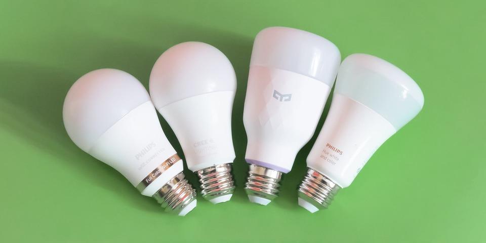スマート照明の活用法。リモコン、センサー、スピーカーと連動してもっと便利に