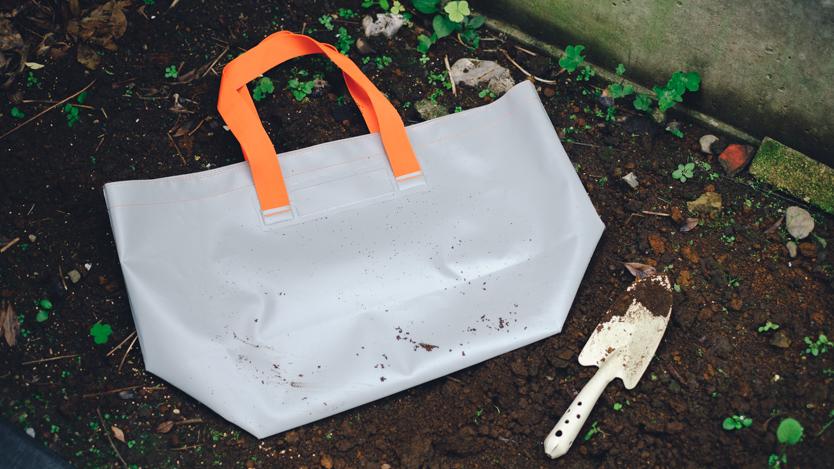 園芸のプロが作った「ザブザブ洗える鞄」が庭でもアウトドアでも大活躍!思い切り汚せるって便利だな マイ定番スタイル
