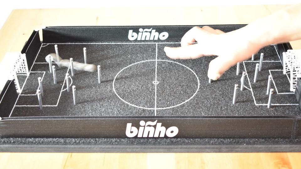 指で遊ぶビリヤード×サッカーの新感覚ボードゲームが楽しい!