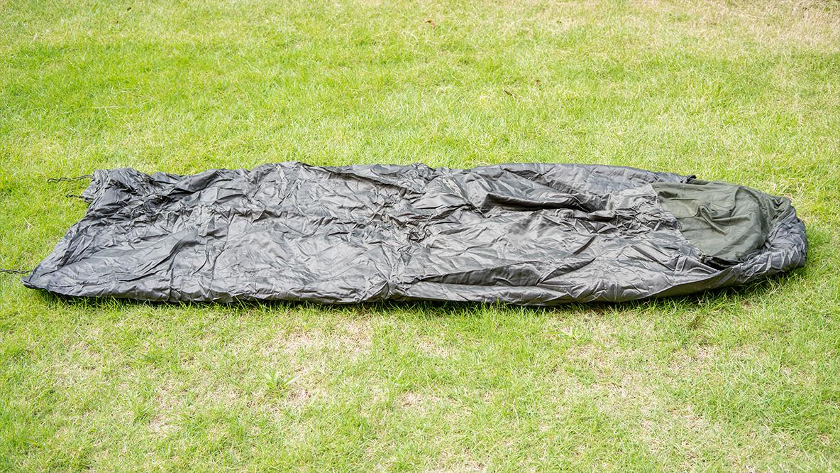 この寝袋、応用力の塊だ! かさばりや宿敵の虫対策もばっちりされてて1万円を切ってくるとは…│マイ定番スタイル