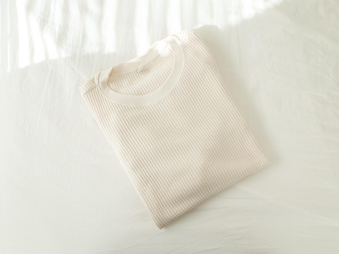 ユニクロの「ワッフルクルーネックT」が何を着たらいいか悩む微妙な気温の日の救世主だった|マイ定番スタイル
