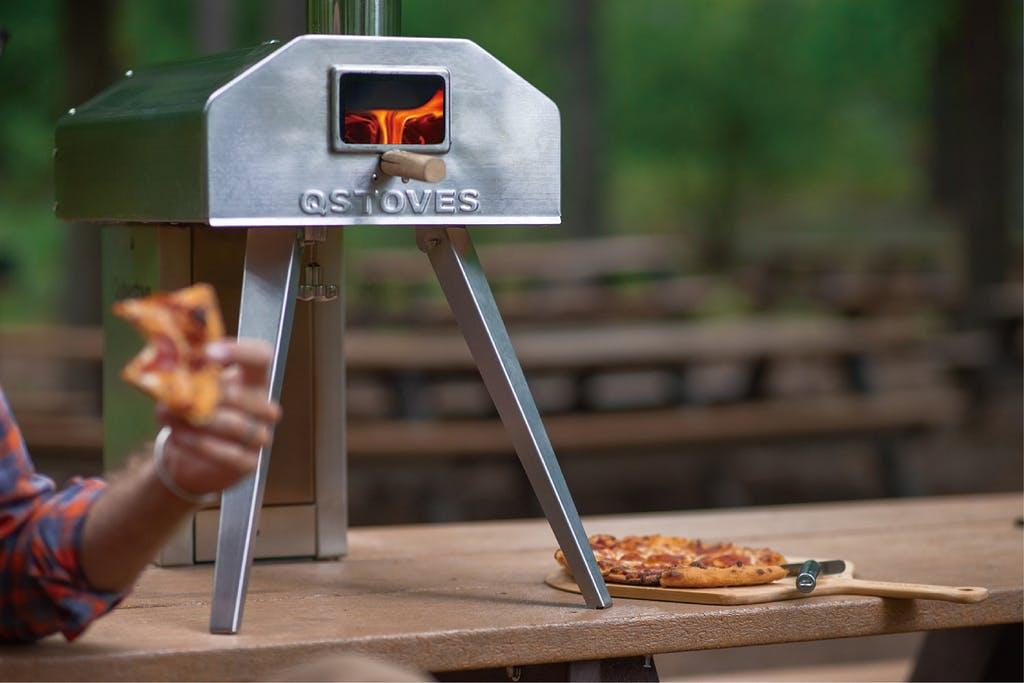 キャンプで使える「持ち運べるガチのピザ窯」、あったら絶対楽しいやつじゃん…!
