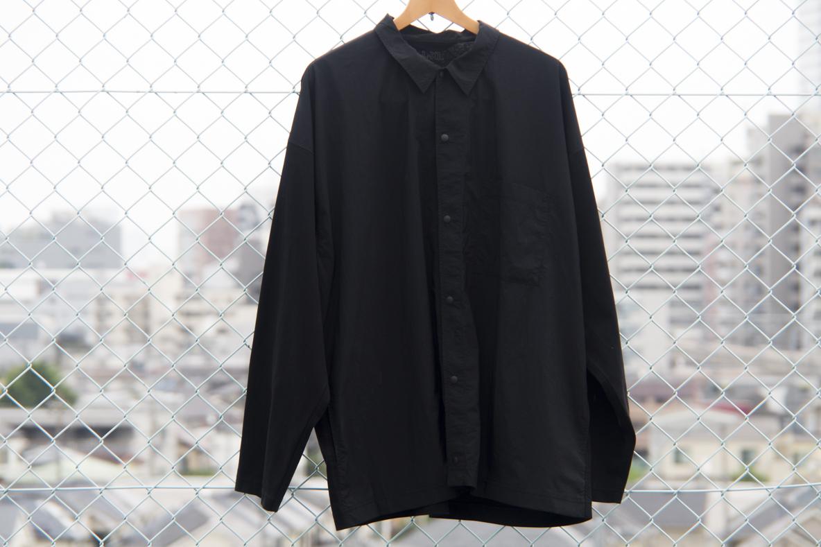 羽織っても閉めてもキマるMUJI Laboの「異素材コンビシャツ」が秋口に大活躍の予感。 セットアップにもできちゃうよ マイ定番スタイル